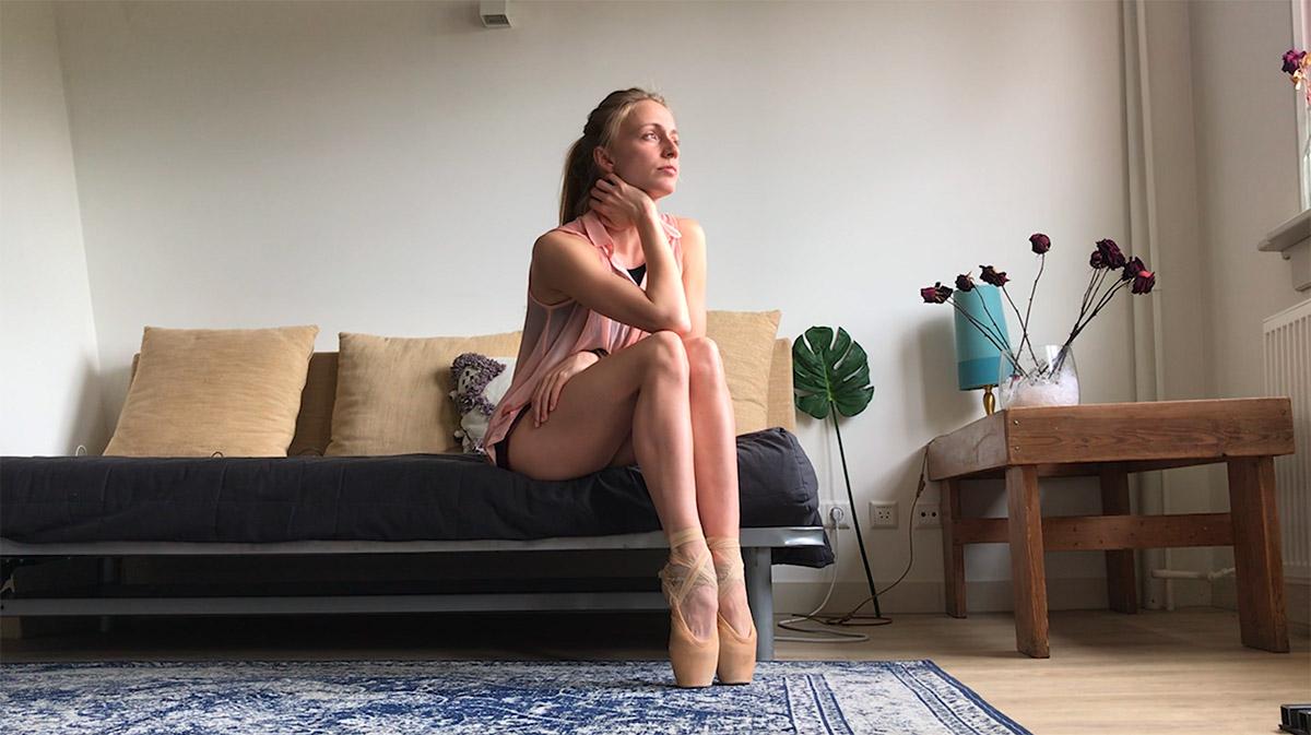Milena Sidorova's Hold On.© Het Nationale Ballet. (Click image for larger version)