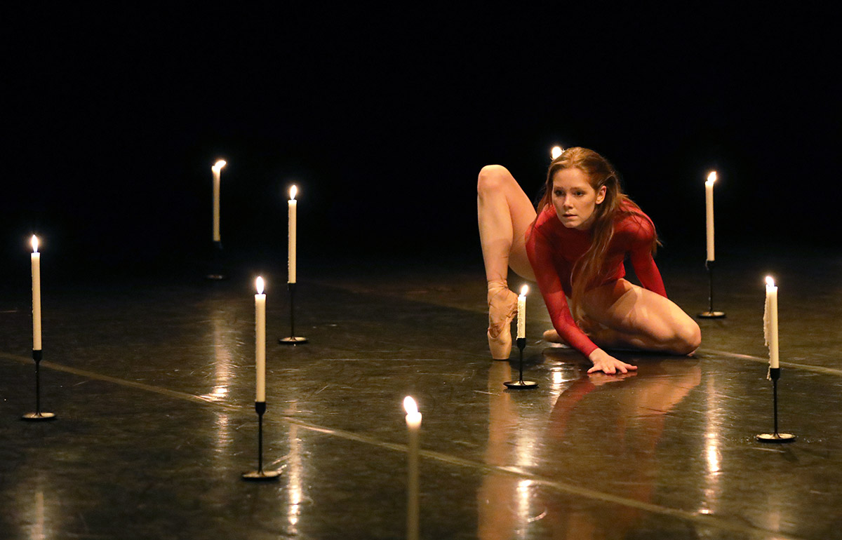 Erica Horwood in Prometheus's Flame.© Hans Gerritsen. (Click image for larger version)