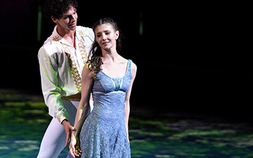 Alina Cojocaru and Isaac Hernandez in Cinderella.© Laurent Liotardo. (Click image for larger version)