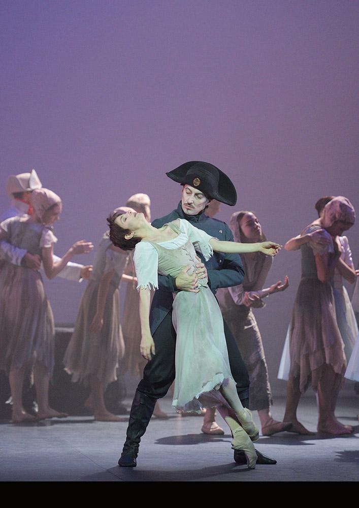 Alina Cojocaru and Fabian Reimair in Manon.© Laurent Liotardo. (Click image for larger version)