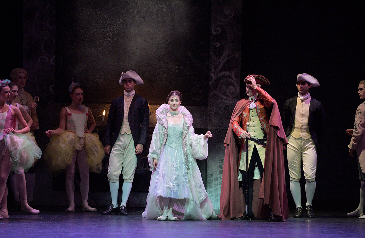 Alina Cojocaru and James Streeter in <I>Manon</I>.<br />© Laurent Liotardo. (Click image for larger version)