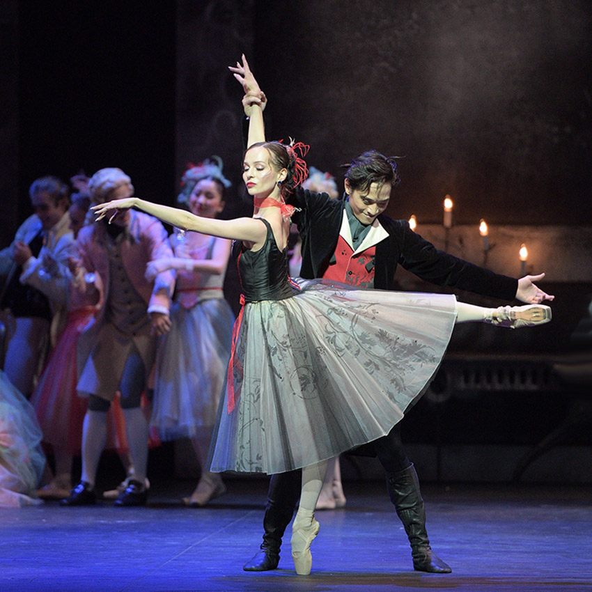 Katja Khaniukova and Jeffrey Cirio in Manon.© Laurent Liotardo. (Click image for larger version)