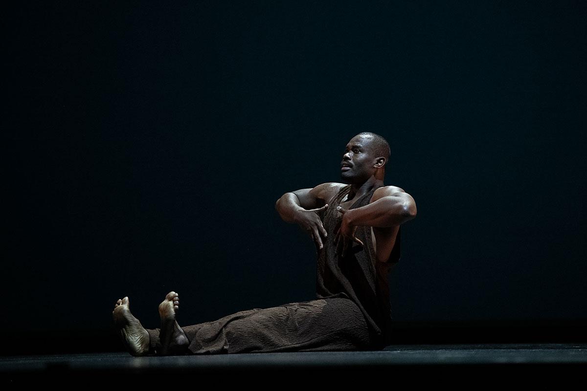 Jamar Roberts in <I>Morani/Mungu (Black Warrior/Black God)</I>.<br />© Christopher Duggan. (Click image for larger version)
