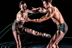 Tom Rogers and Yu Kurihara in Lazuli Sky.© Johan Persson. (Click image for larger version)