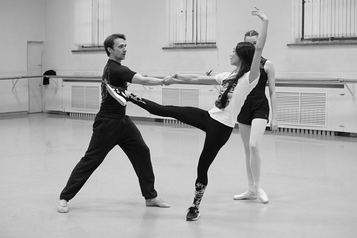 Stella Abrera in <I>Seven Sonatas</I> rehearsals at the Mariinsky Ballet.<br />© Natasha Razina, State Academic Mariinsky Theatre (Click image for larger version)