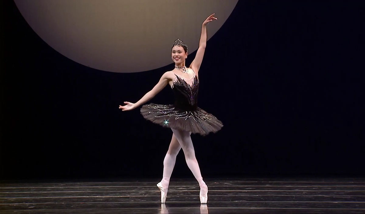 Angelica Generosa in Kent Stowell's Swan Lake - screen grab.© Pacific Northwest Ballet. (Click image for larger version)