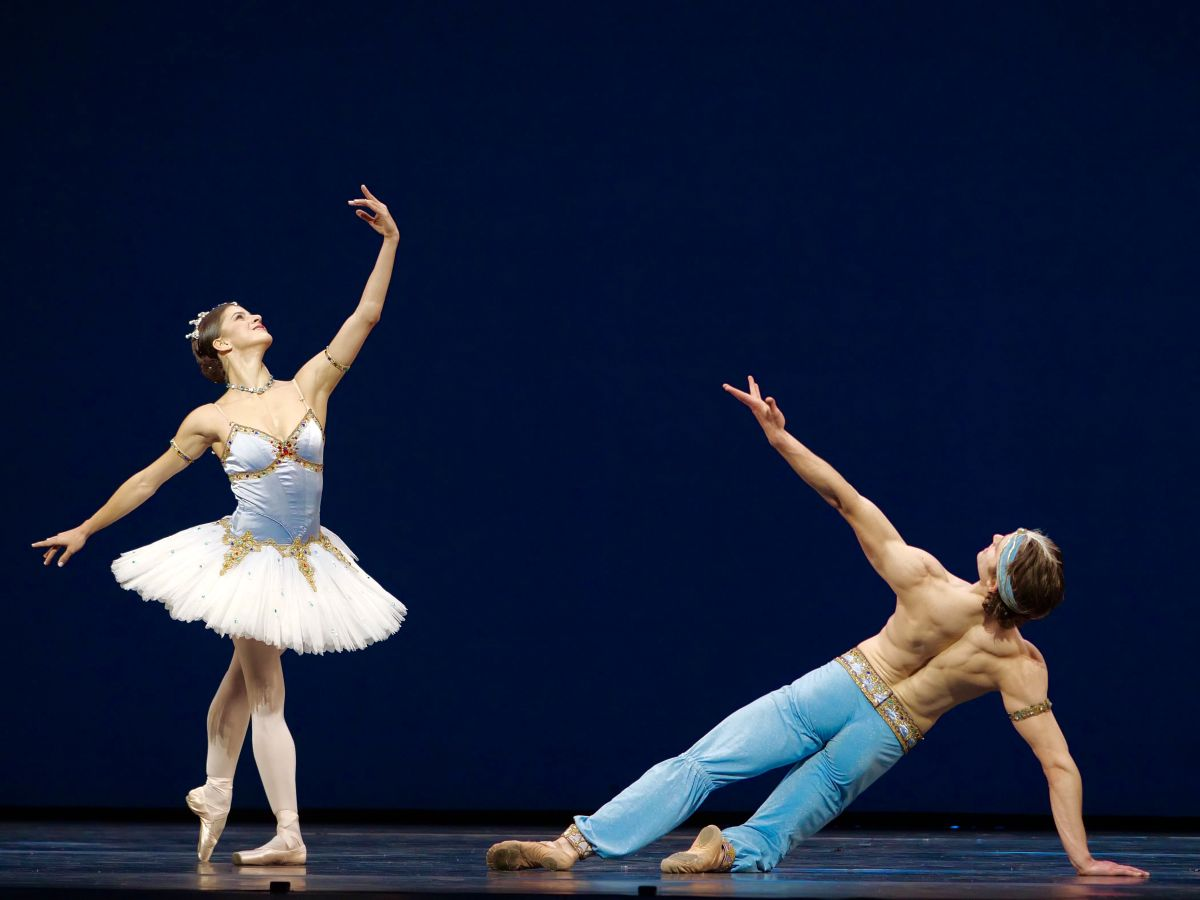 Mayara Magri and Matthew Ball in <I>Le Corsaire</I>.<br />© Rachel Hollings, ROH. (Click image for larger version)