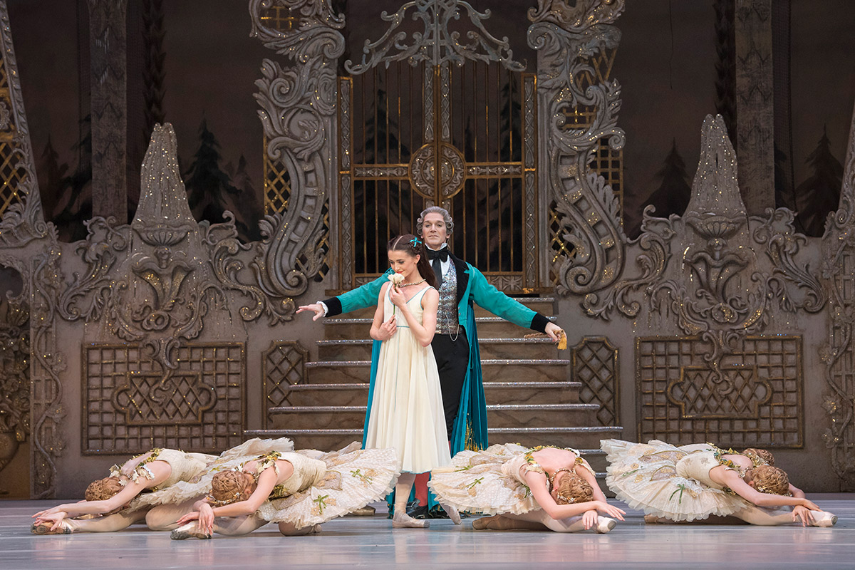 Anna Rose O'Sullivan and Gary Avis in <I>The Nutcracker</I>.<br />© Alastair Muir, courtesy the Royal Opera House. (Click image for larger version)