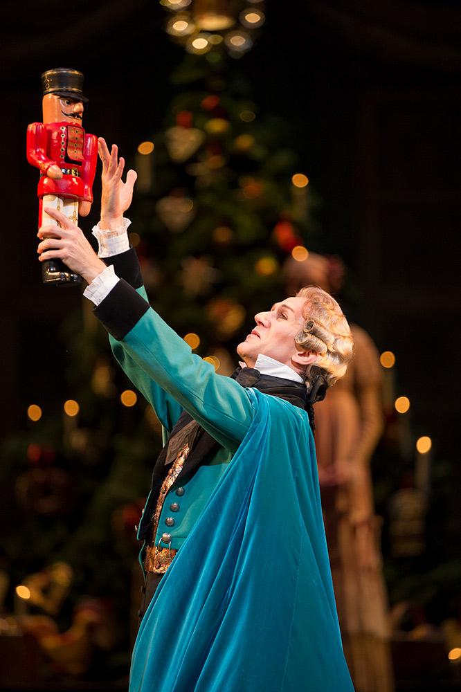 Gary Avis in <I>The Nutcracker</I>.<br />© Bill Cooper, courtesy the Royal Opera House. (Click image for larger version)