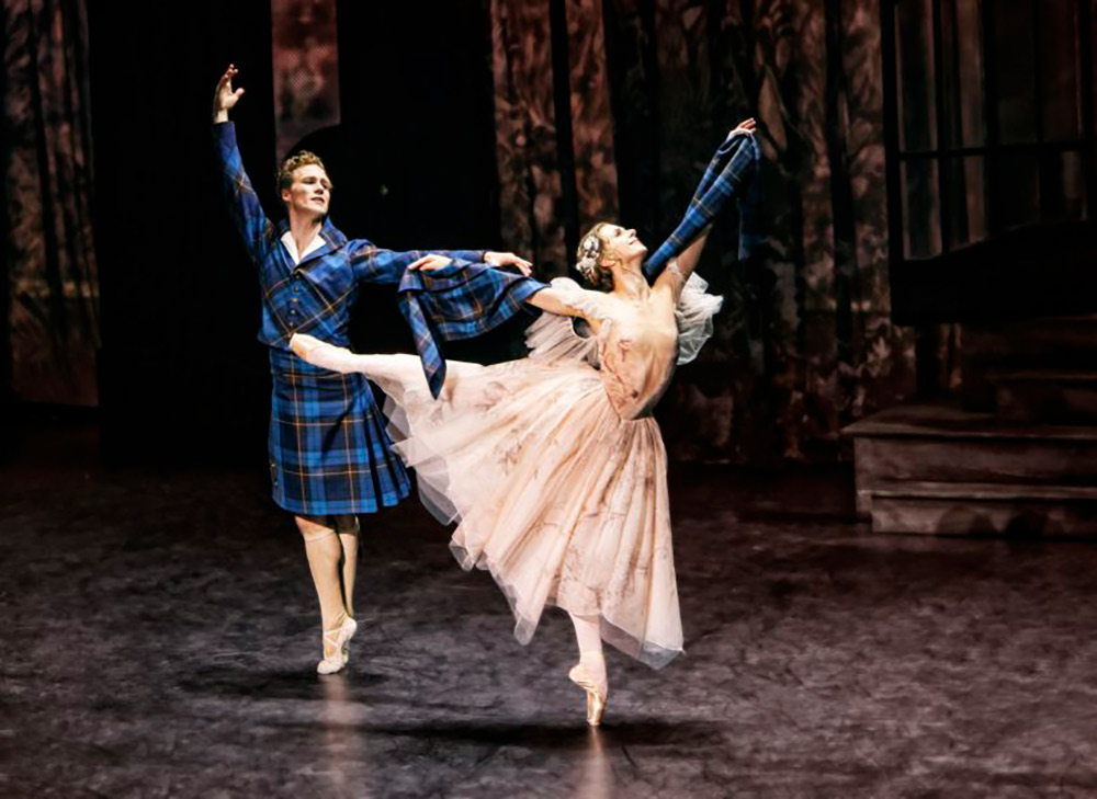 Ida Praetorius and Jon Axel Fransson in La Sylphide.© Per Morten Abrahamsen. (Click image for larger version)