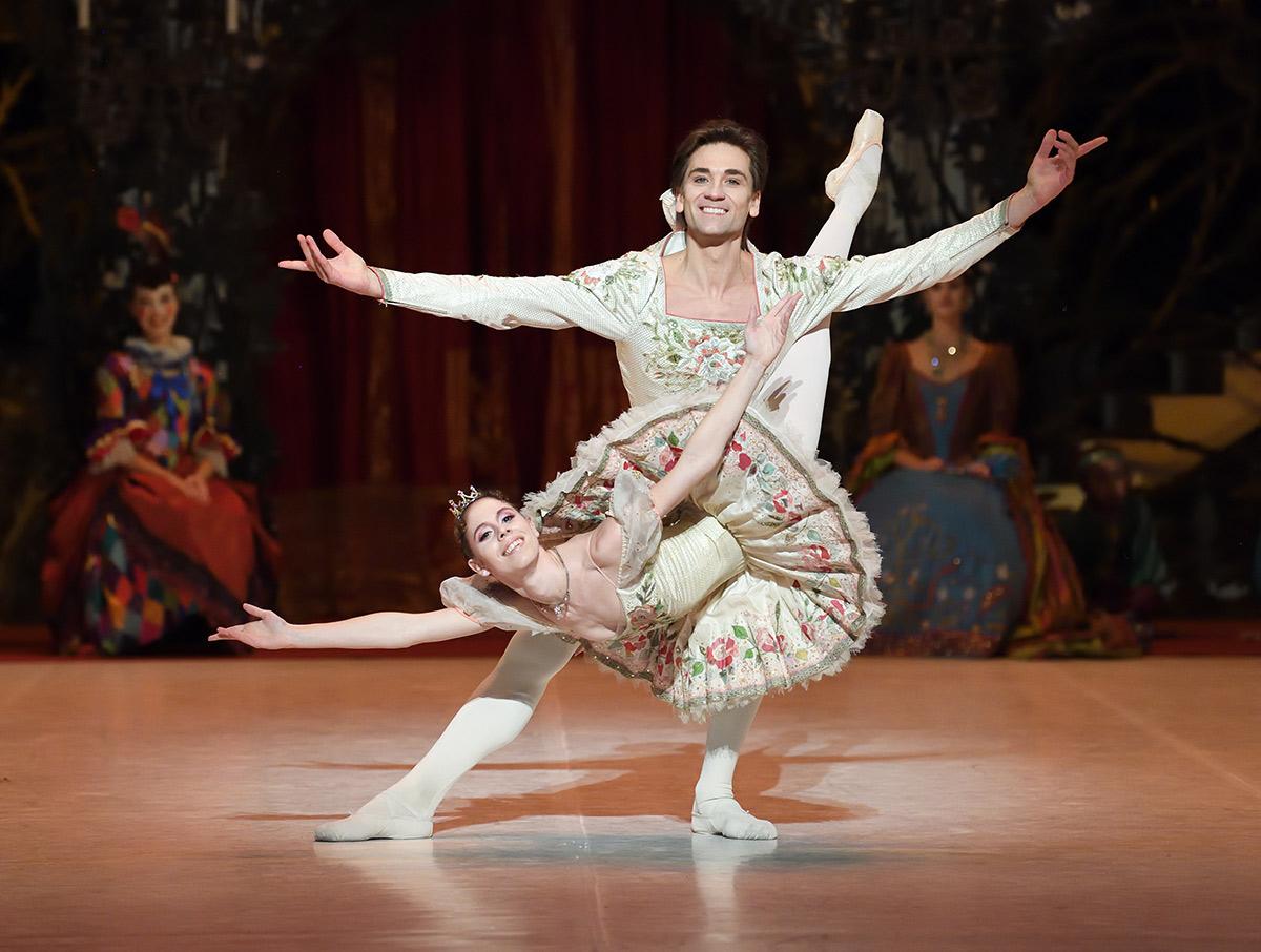 Elisa Badenes and Friedemann Vogel in Marcia Haydée's <I>The Sleeping Beauty</I>.<br />© Stuttgart Ballett. (Click image for larger version)