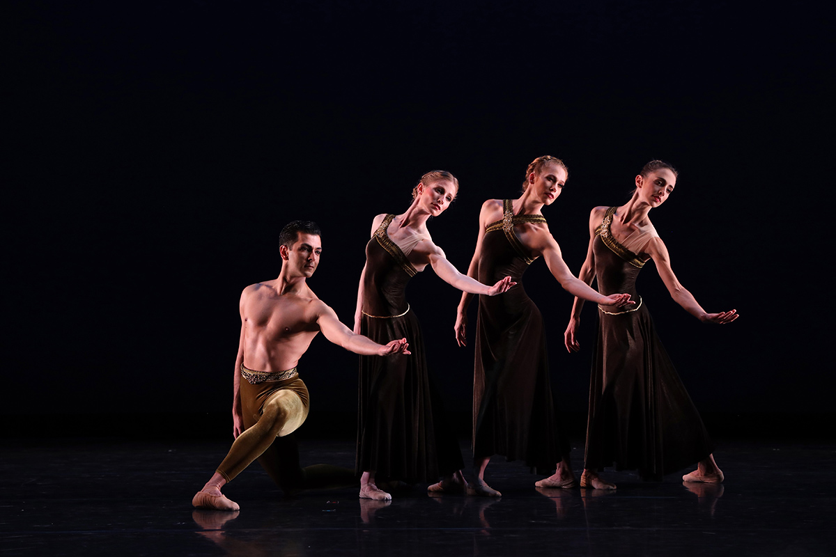 Ricardo Graziano, Katelyn May, Danielle Brown and Ellen Overstreet in Paul Taylor's Brandenburgs.© Frank Atura. (Click image for larger version)