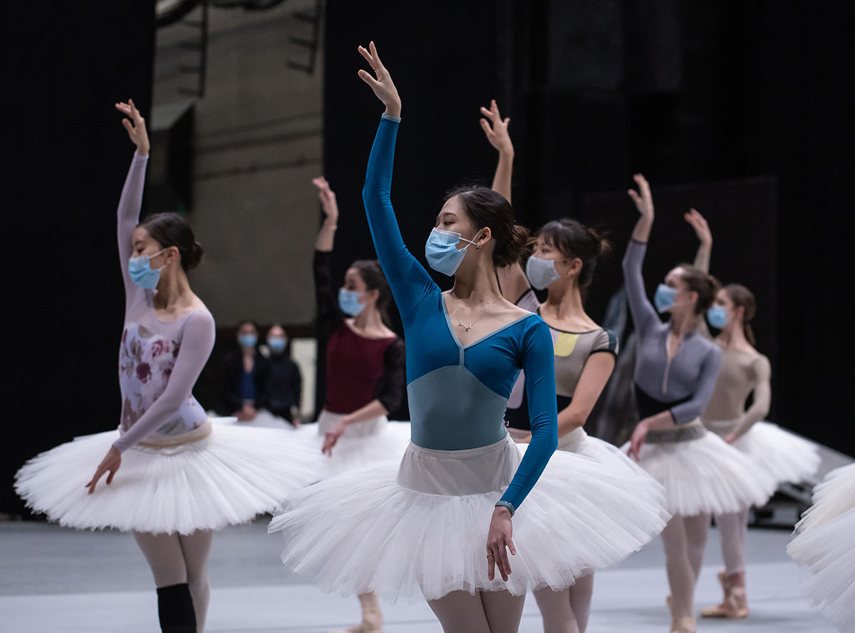 Finnish National Ballet reheasing their new Swan Lake.© Roosa Oksaharju. (Click image for larger version)