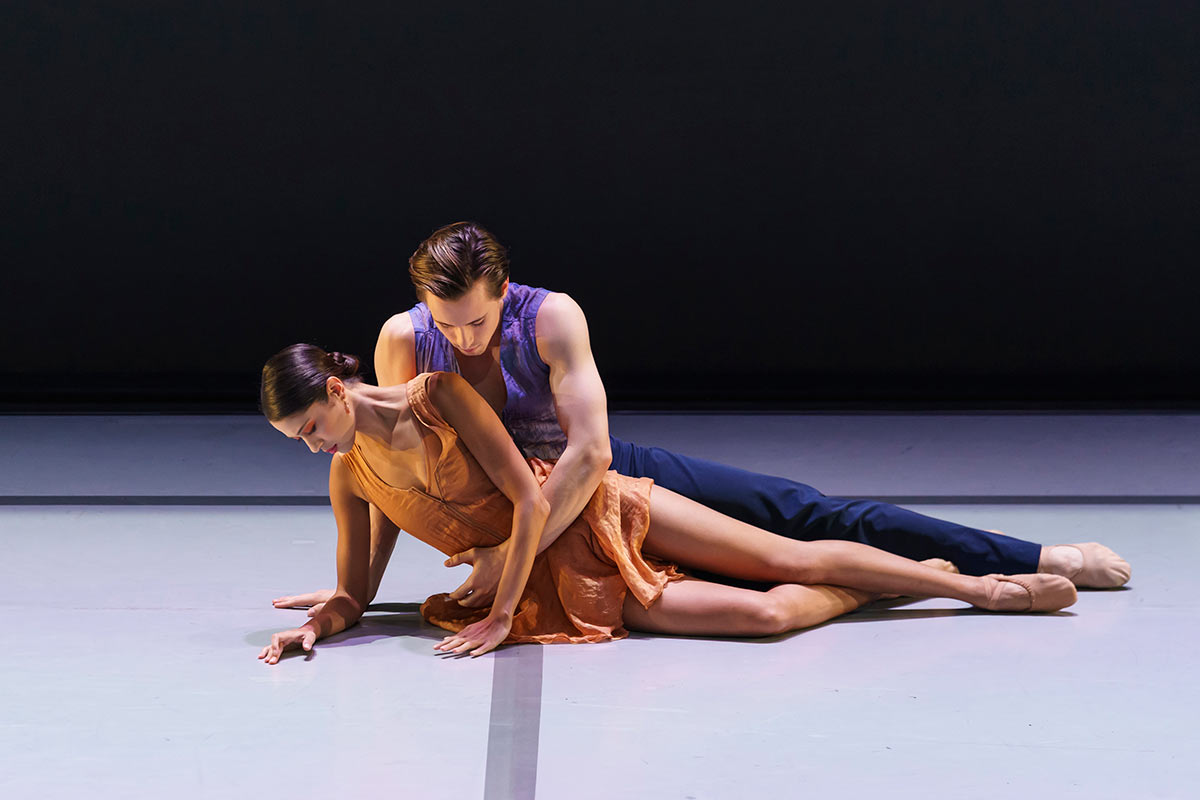 Beatriz Stix-Brunell and Calvin Richardson in <I>Everyone Keeps Me</I>.<br />© Bill Cooper, courtesy the Royal Opera House. (Click image for larger version)