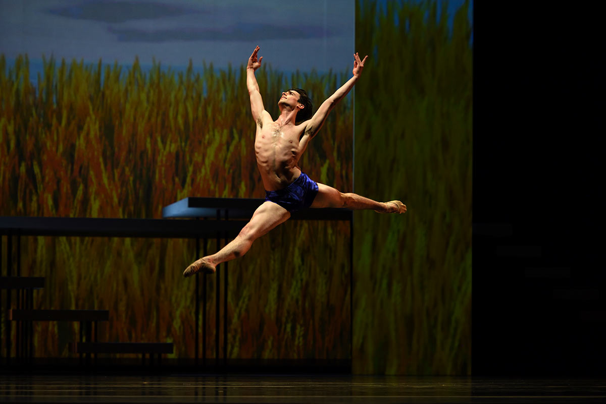 Joseph Walsh in Possokhov's Swimmer.© Erik Tomasson. (Click image for larger version)