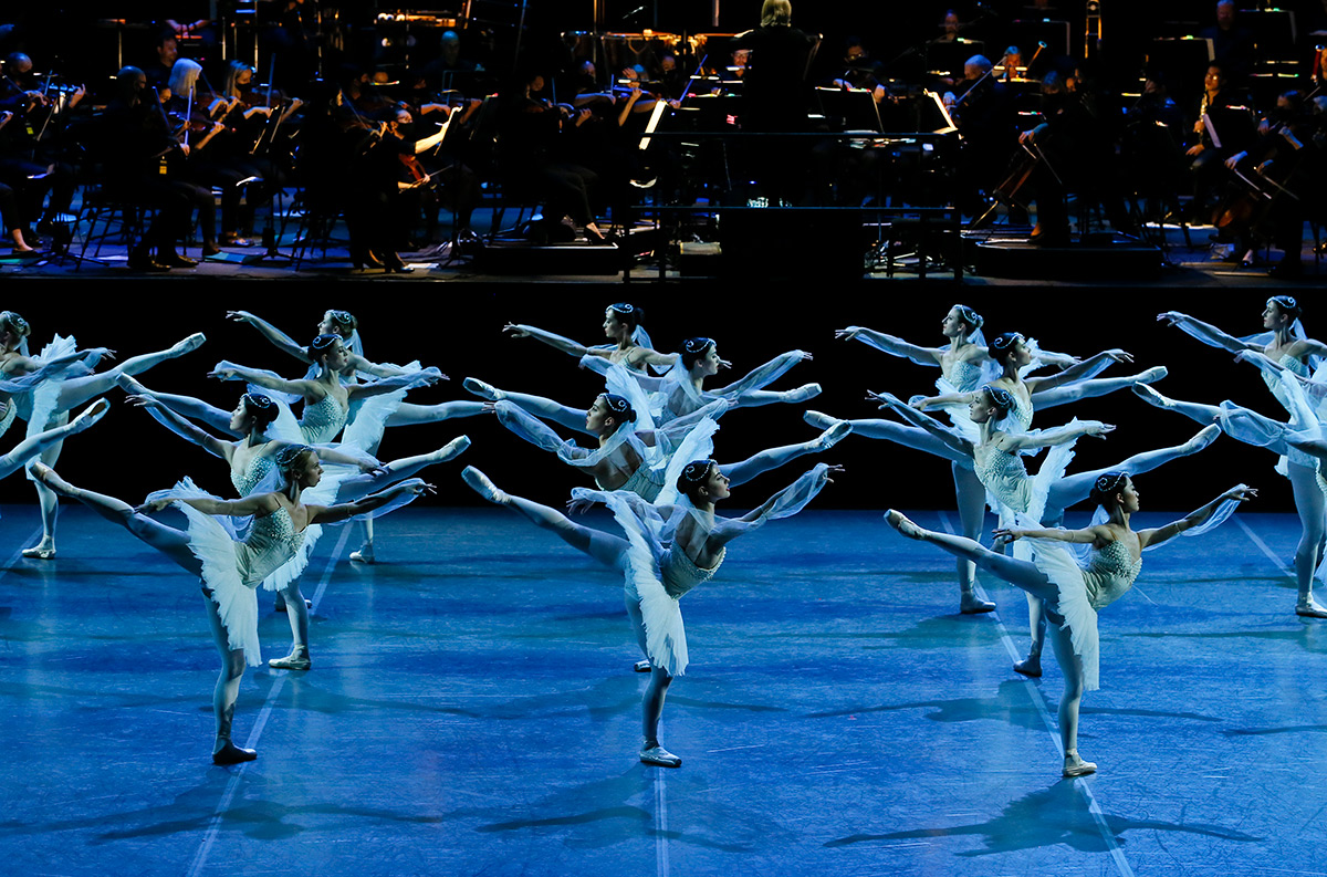Australian Ballet in La Bayadere.© Jeff Busby. (Click image for larger version)