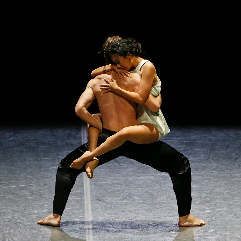Karen Nanasca and Nathan Brook in the <I>Clay</I> pas de deux, from <I>Logos</I>.<br />© Jeff Busby. (Click image for larger version)