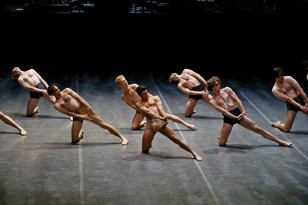 Australian Ballet in Spartacus.© Jeff Busby. (Click image for larger version)