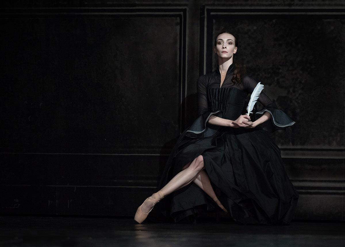 Olga Smirnova in <I>Orlando</I>.<br />© Natalia Voronova. (Click image for larger version)
