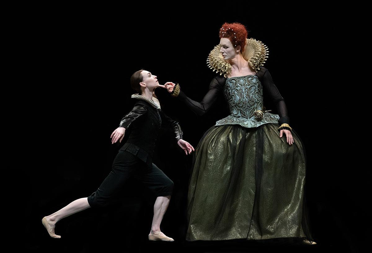 Olga Smirnova and Semyon Chudin in <I>Orlando</I>.<br />© Natalia Voronova. (Click image for larger version)