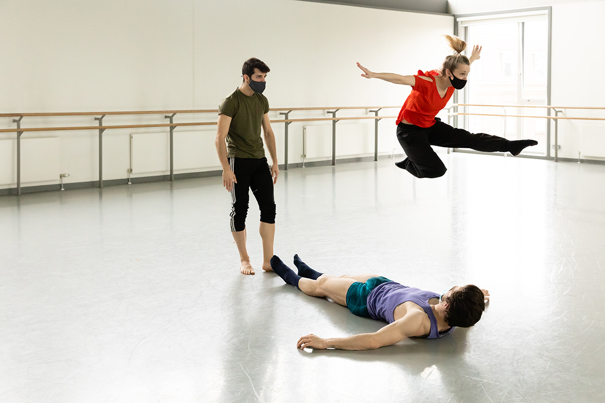 Aarón Venegas and Javier Andreu with Sophie Laplane in rehearsal for Dive.© Eve McConnachie. (Click image for larger version)