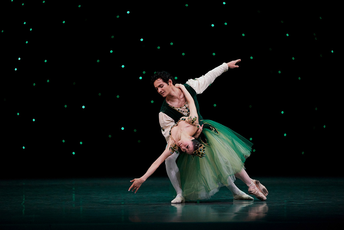 Misa Kuranaga and Angelo Greco in Balanchine's <I>Emeralds</I>. Choreography by George Balanchine © The Balanchine Trust.<br />© Erik Tomasson. (Click image for larger version)