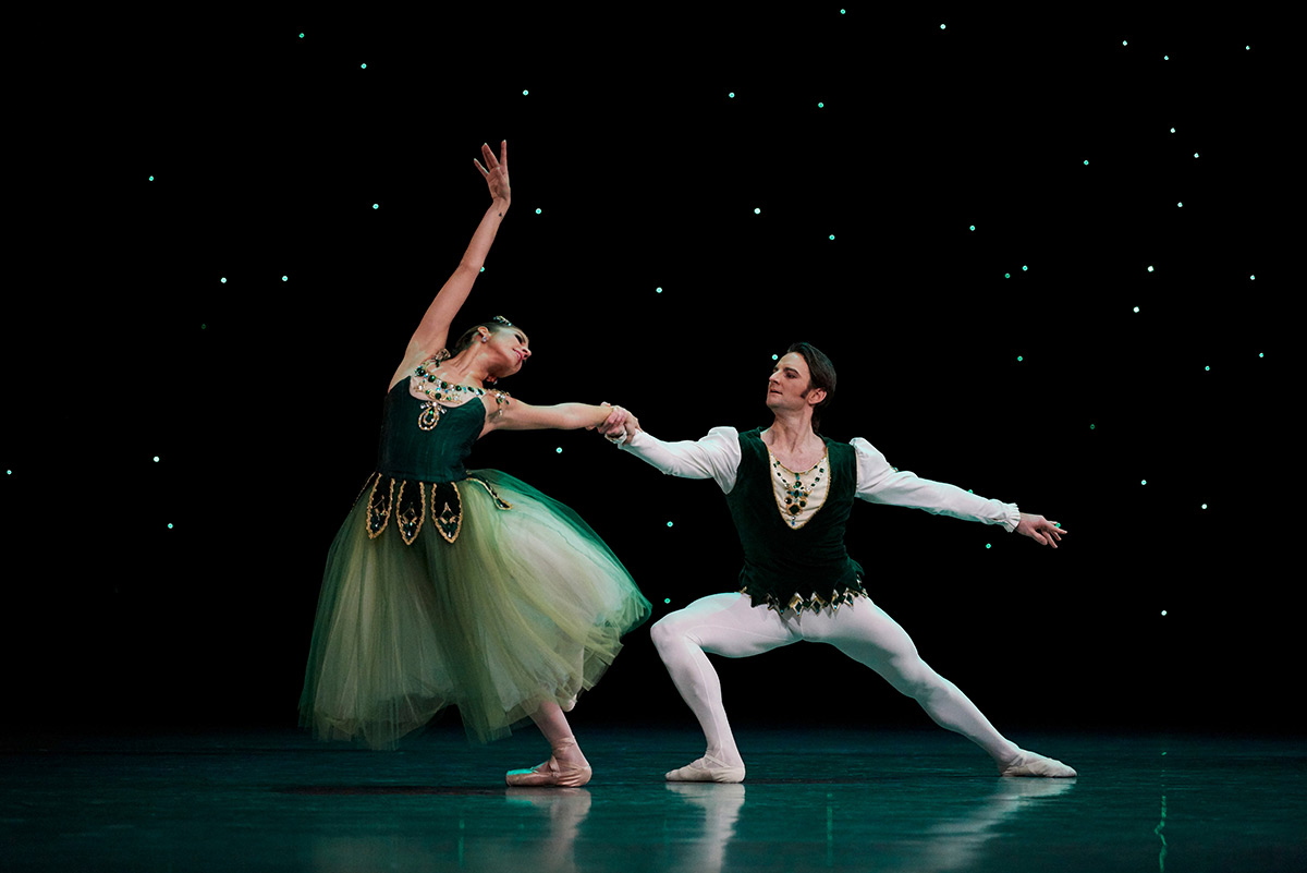 Sasha Mukhamedov and Aaron Robison in Balanchine's <I>Emeralds</I>. Choreography by George Balanchine © The Balanchine Trust.<br />© Erik Tomasson. (Click image for larger version)