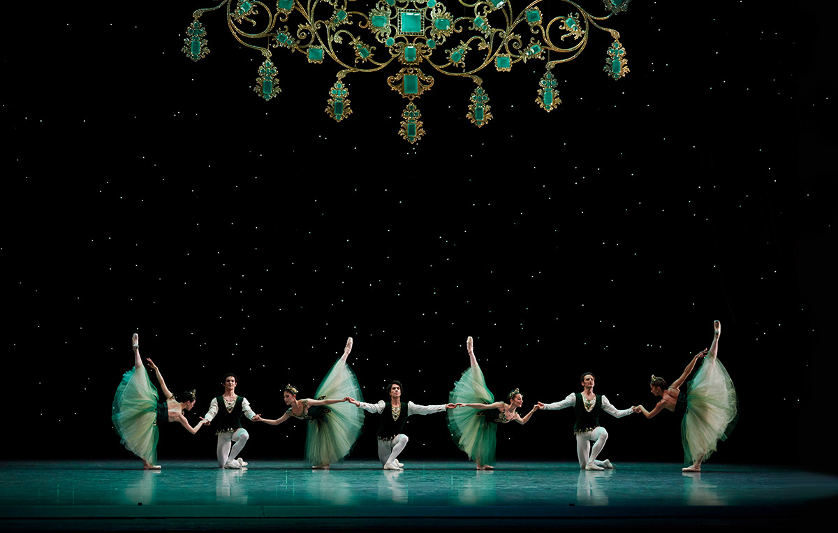 San Francisco Ballet in Balanchine's <I>Emeralds</I>. Choreography by George Balanchine © The Balanchine Trust.<br />© Erik Tomasson. (Click image for larger version)