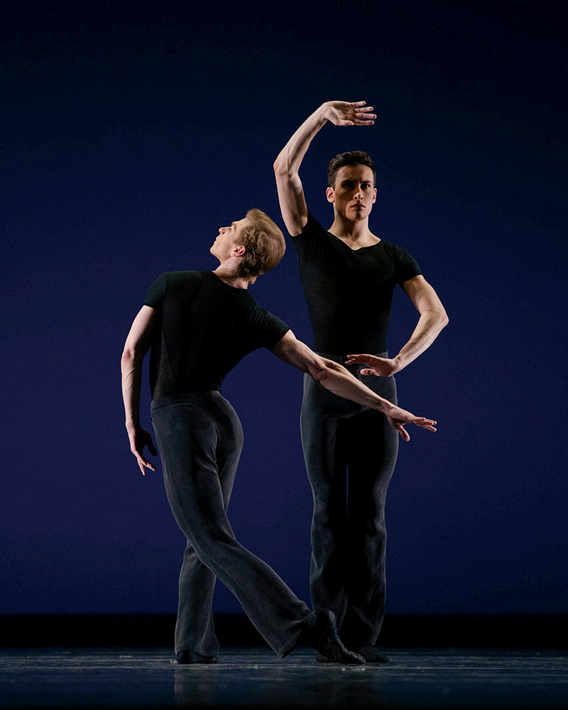 Gennadi Nedvigin and Lonnie Weeks in Tomasson's 7 For Eight.© Erik Tomasson. (Click image for larger version)