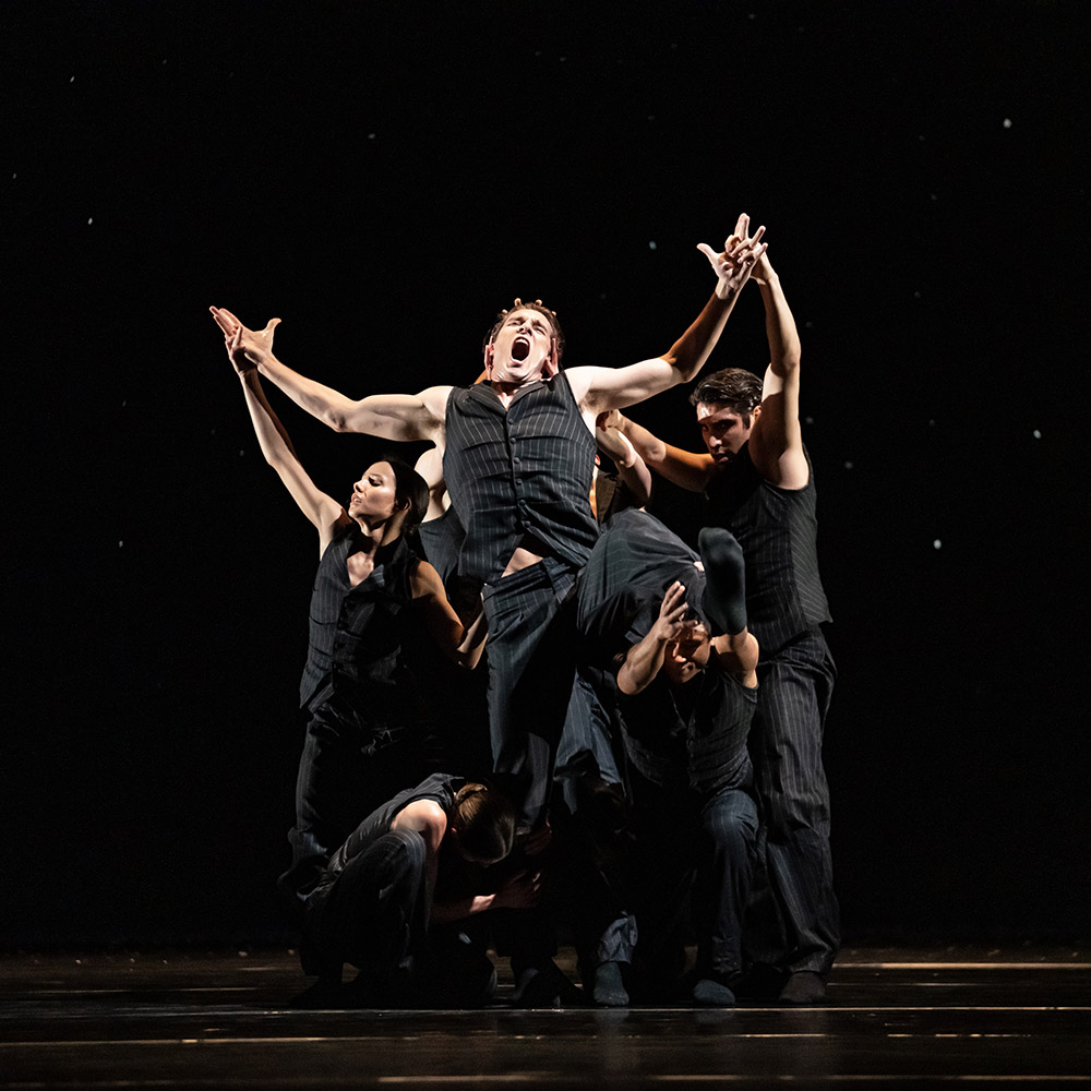 The Royal Ballet in Crystal Pite's <I>Solo Echo</I>.<br />© Bill Cooper, courtesy the Royal Opera House. (Click image for larger version)