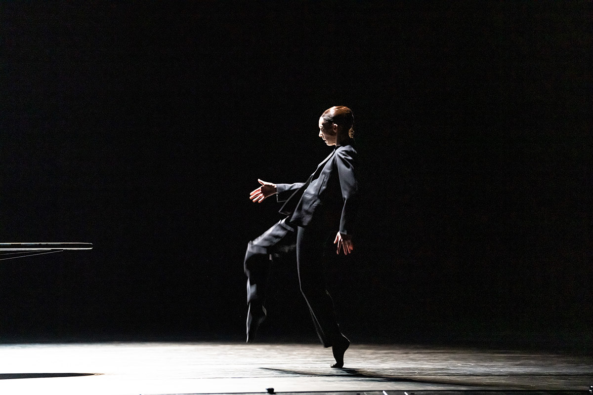 Kristen McNally in Crystal Pite's <I>The Statement</I>.<br />© Bill Cooper, courtesy the Royal Opera House. (Click image for larger version)