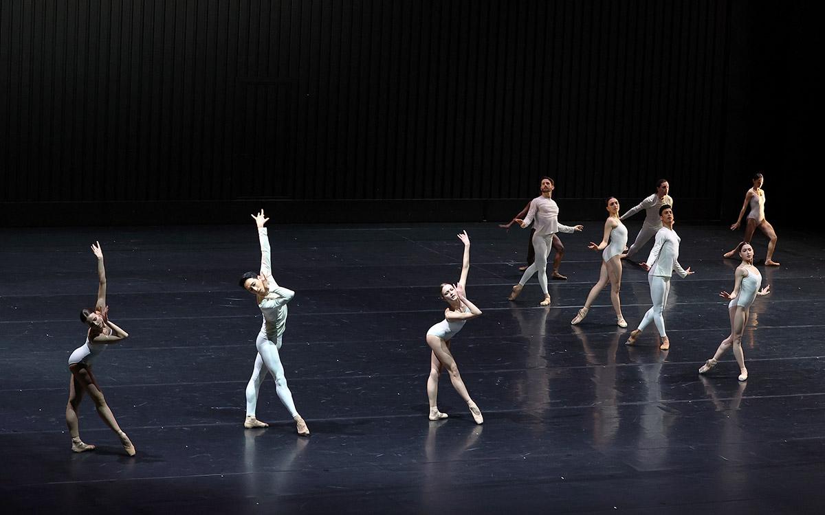 Dutch National Ballet in METAMORPHOSIS 2.© Hans Gerritsen. (Click image for larger version)