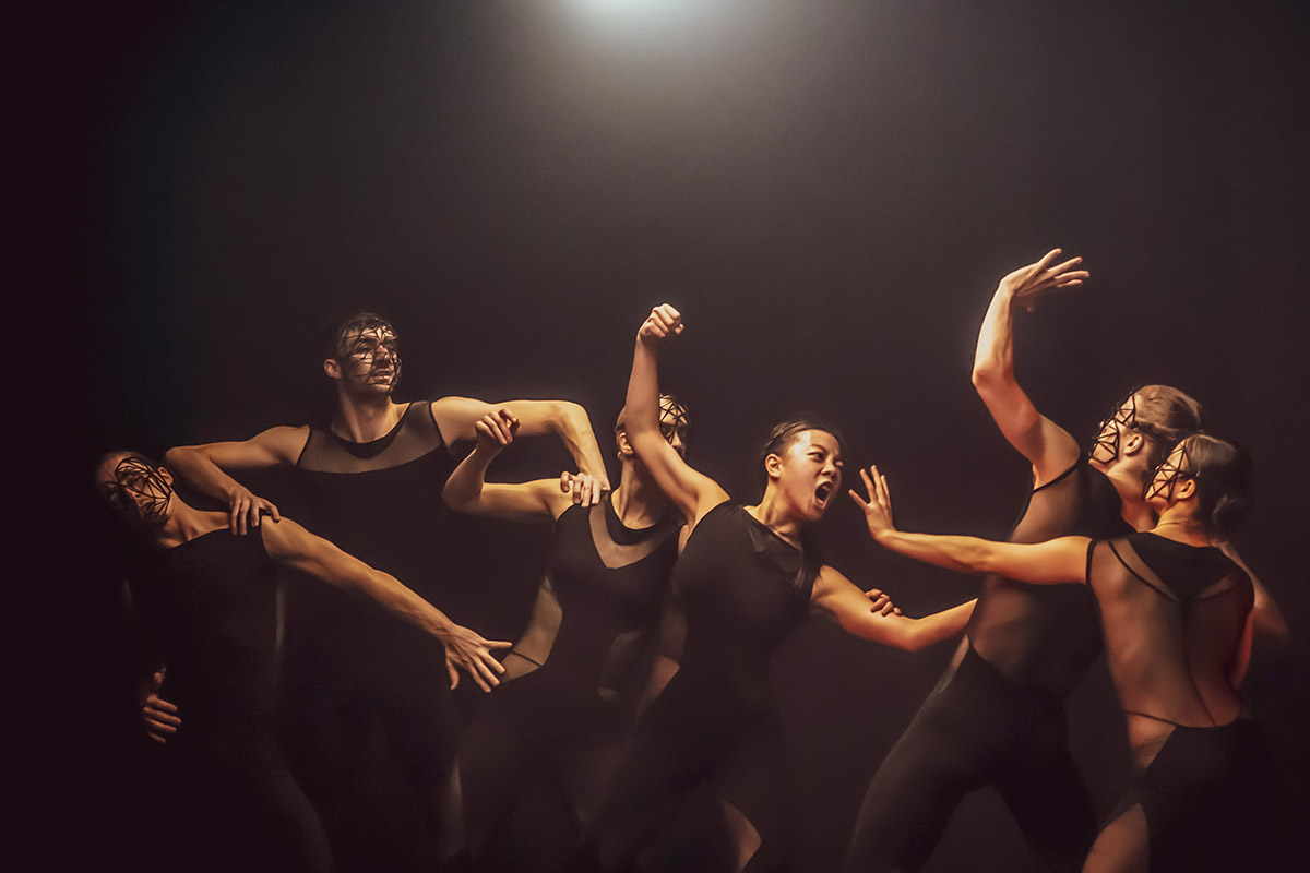 Alexander Whitley Dance Company in <I>Overflow</I>.<br />© Johan Persson. (Click image for larger version)