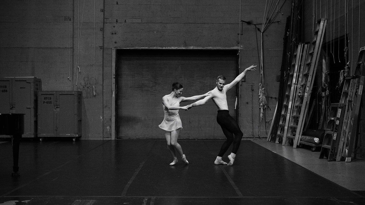 Ashley Bouder and Russell Janzen in an excerpt from George Balanchine's Duo Concertant.© Philippe Le Sourd. (Click image for larger version)