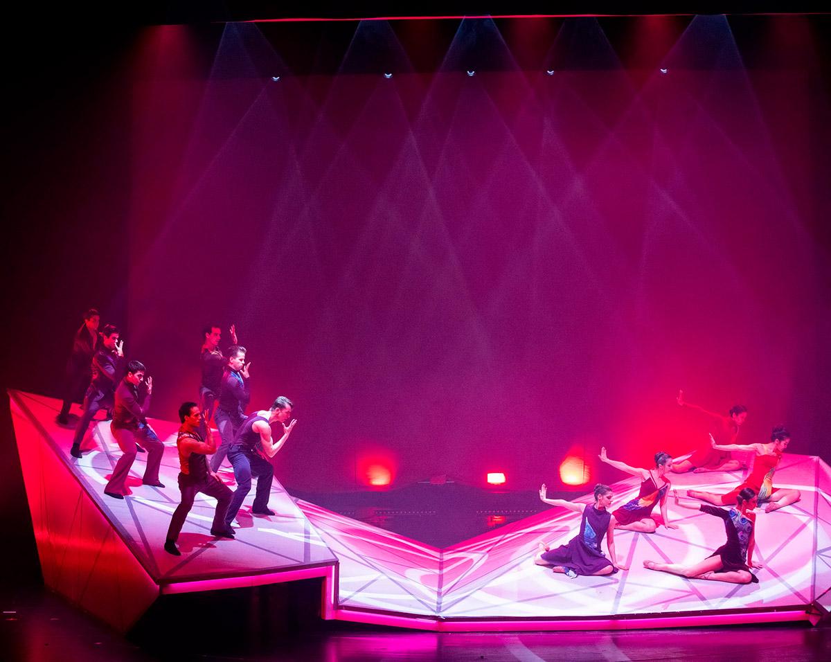 Hungarian National Ballet in <I>Firebirds</I>.<br />© Peter_Rakossy. (Click image for larger version)