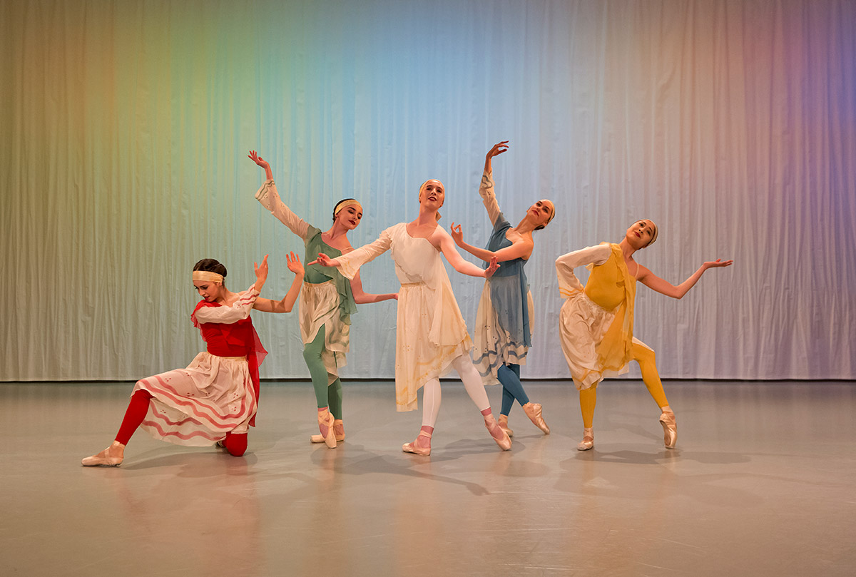 Eleonora Ancona, Viola Pantuso, Ava May Llewellyn, Grace Carroll and Rimi Nakano in The Arts of the Theatre.© Rachel Cherry. (Click image for larger version)