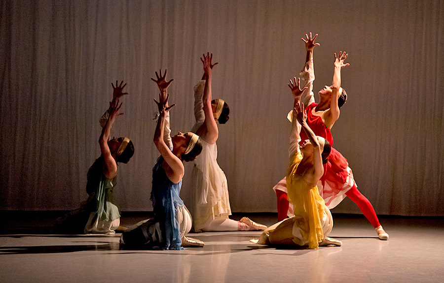 Viola Pantuso, Grace Carroll, Ava May Llewellyn, Rimi Nakano and Eleonora Ancona in <I>The Arts of the Theatre</I>.<br />© Rachel Cherry. (Click image for larger version)