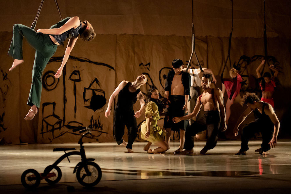 Rambert's Draw From Within.© Camilla Greenwell. (Click image for larger version)