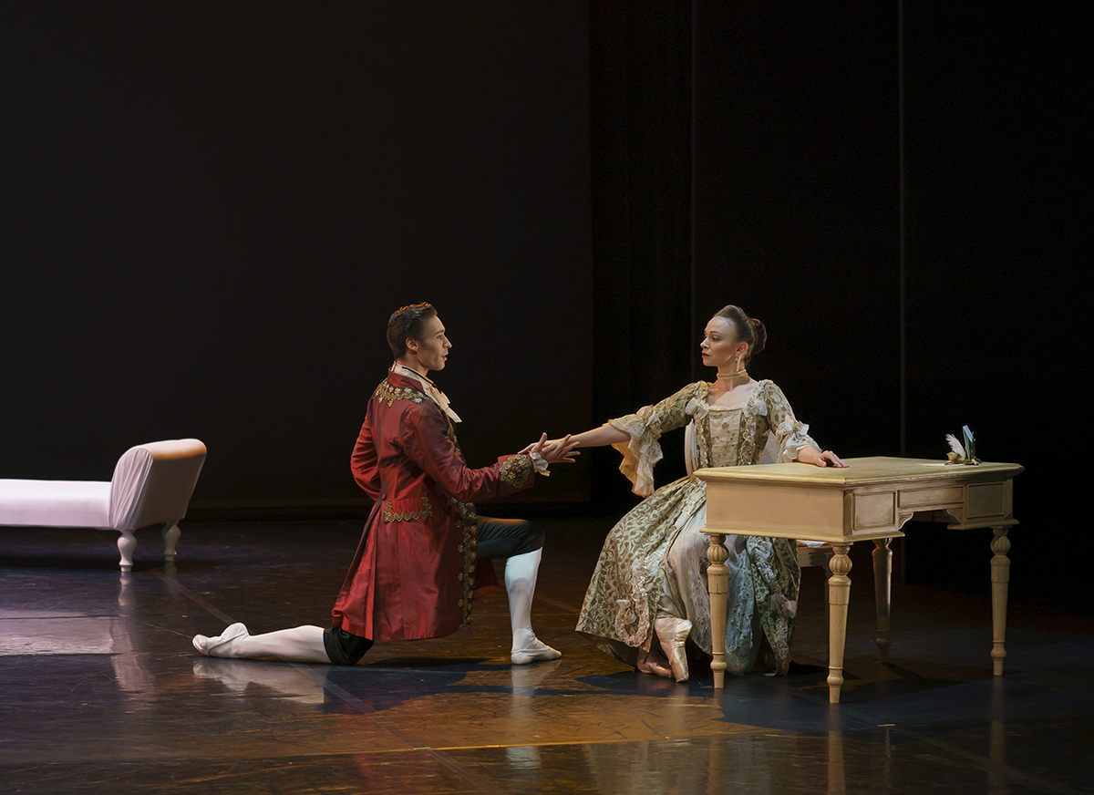 Abigail Prudames as the Marquise and Joseph Taylor as Valmont in <I>Dangerous Liaisons</I>.<br />© Emma Kauldhar. (Click image for larger version)