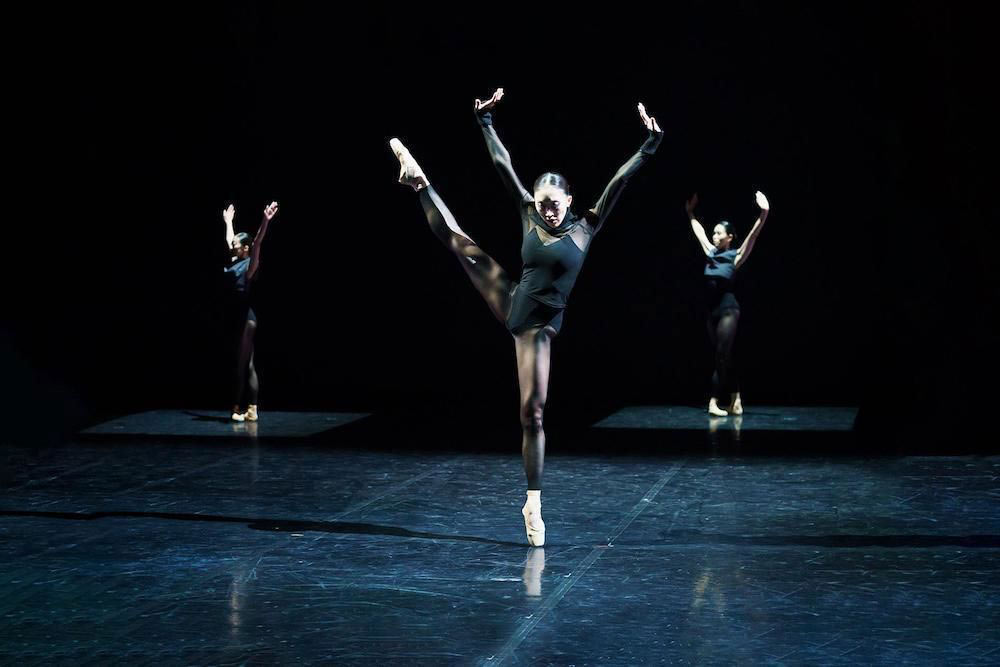Northern Ballet in Kenneth Tindall's States of Mind.© Emma Kauldhar. (Click image for larger version)
