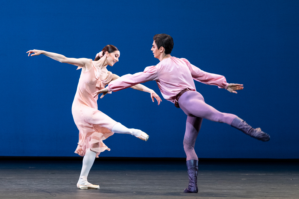 Marianela Nuñez and Federico Bonelli in <I>Dances at a Gathering</I>.<br />© Foteini Christofilopoulou, courtesy the Royal Opera House. (Click image for larger version)