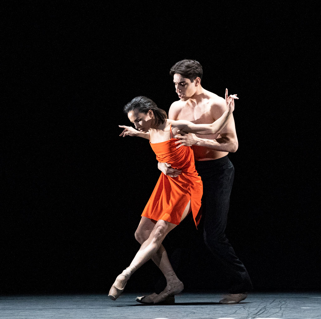Francesca Hayward and Cesar Corrales in <I>Morgen</I>.<br />© Foteini Christofilopoulou, courtesy the Royal Opera House. (Click image for larger version)