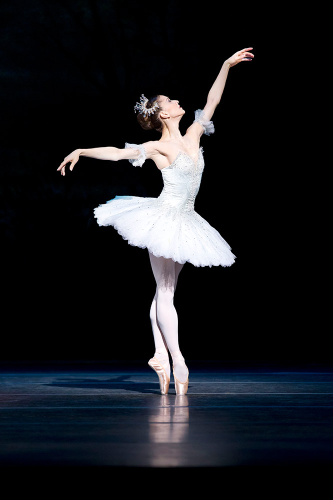 Marianela Nunez in <I>The Sleeping Beauty</I> (2011).<br />© Johan Persson, courtesy the Royal Opera House. (Click image for larger version)
