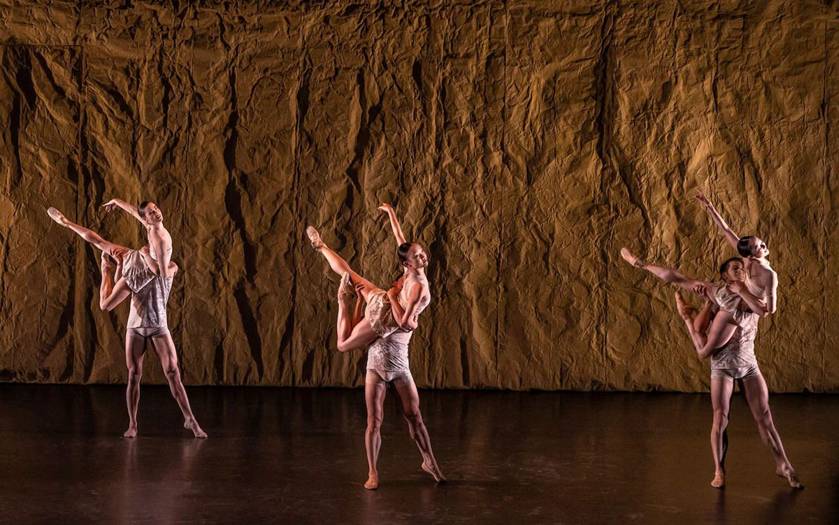 Birmingham Royal Ballet in Daniela Cardim's <I>Imminent</I>.<br />© Johan Persson. (Click image for larger version)