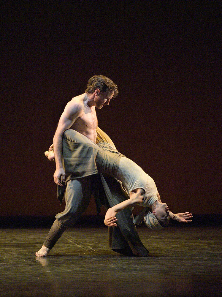 Erina Takahashi and James Streeter in Dust.© Laurent Liotardo. (Click image for larger version)