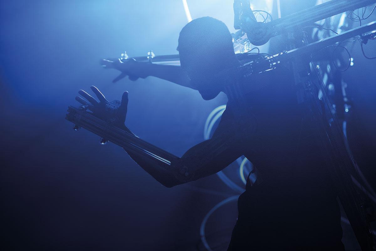 Jonathan Goddard in <I>Project XO Remote</I>.<br />© Laurent Liotardo. (Click image for larger version)