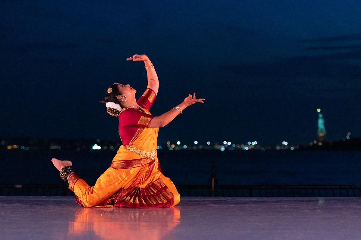 Swathi Gundapuneedi-Atluri in <I>Ananda Tandavam</I>.<br />© Steven Pisano. (Click image for larger version)