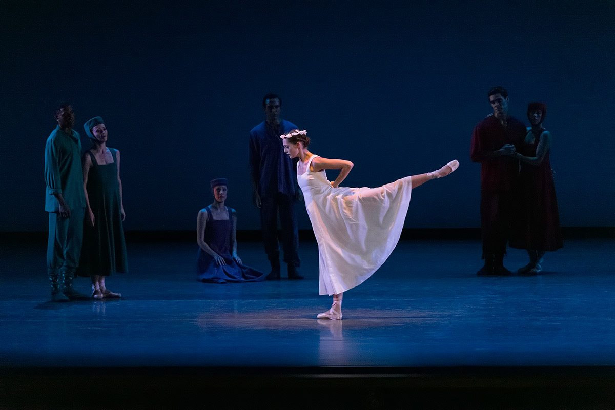 Unity Phelan and company in Russian Seasons.© Erin Baiano. (Click image for larger version)
