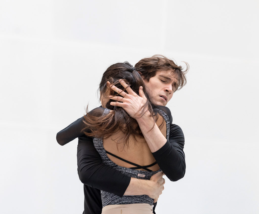 Fumi Kaneko and William Bracewell in studio rehearsals of Romeo and Juliet, September 2021.© Foteini Christofilopoulou, courtesy the Royal Opera House. (Click image for larger version)