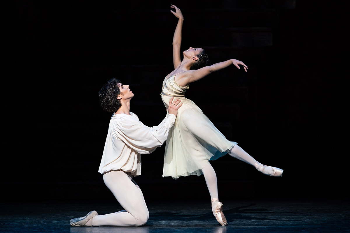 Francesca Hayward and Cesar Corrales in Romeo and Juliet.© ROH Photograph by Helen Maybanks. (Click image for larger version)